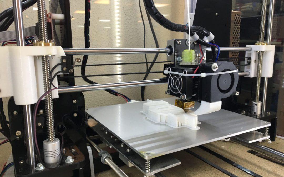 Nuestros recursos al servicio de la sociedad. Cesión impresoras 3D