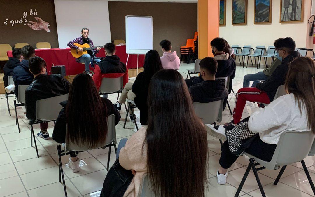 Nuestros alumnos de 2º Bachillerato reflexionan con LuisGuitarra.