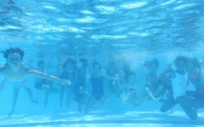 ESPACIO VILLENA: De recreo en la piscina